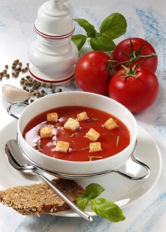 Suppen-Rezept: Tomatensuppe mit Croutons (Vegetarier geeignet) - Foto: Wirths PR