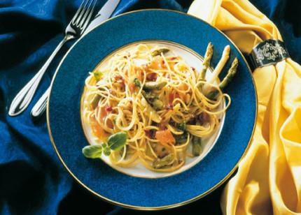 Hauptspeise: Feinschmecker-Spaghetti mit Spargel - Foto: Wirths PR