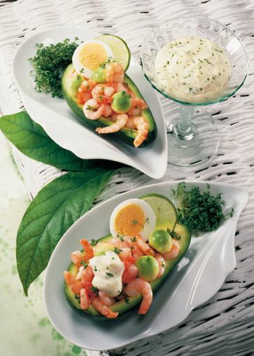 Die Rezeptewelt - Snack-Rezept: Gefüllte Avocado mit Dip - Foto: Wirths PR