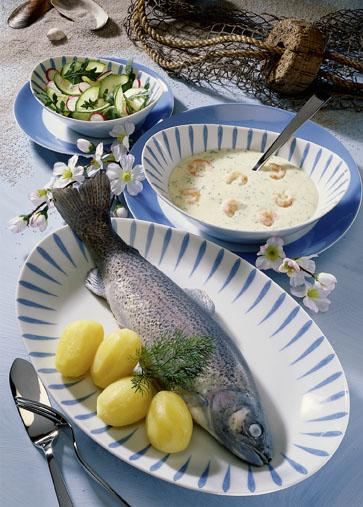 Menue-Rezept: Forelle blau (tolles Fischmenue) - Foto: Wirths PR