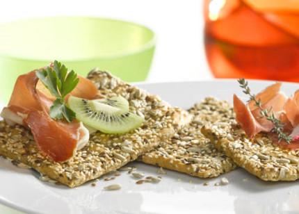 Frühstücks-Rezept: Schinken-Kiwi-Knäcke - Foto: Dr. Karg's Genuss mit Biss