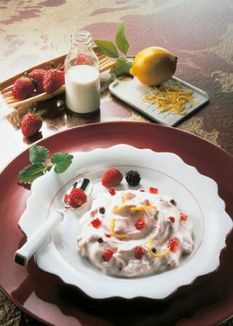 Vanille-Quarkcreme mit Erdbeeren (Vegetarier geeignet) - Foto: Wirths PR