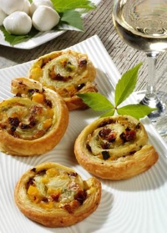 Griechische Vorspeise: Blätterteig-Schnecken mit Käse-Füllung (Klasse für jede Party) - Foto: Wirths PR