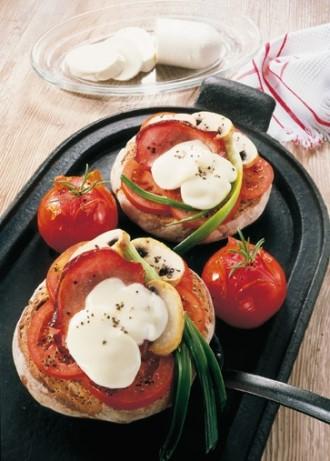 Snack-Rezept: Herzhafte Brotpizza - Foto: Wirths PR