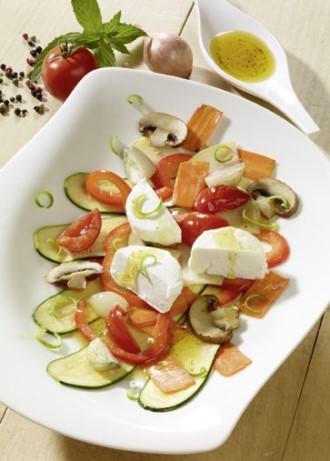 Vorspeise: Gemüse-Carpaccio mit Ziegenfrischkäse (Vegetarier geeignet) - Foto: Wirths PR