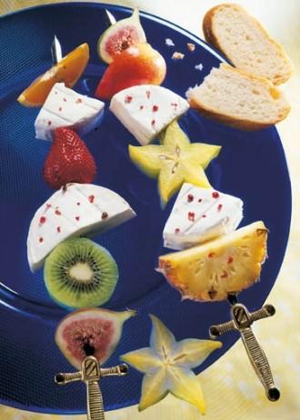 Snack-Rezept: Fruchtspieße mit Camembert (Vegetarier geeignet) - Foto: Wirths PR