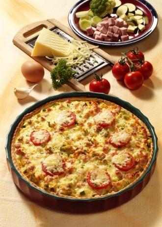 Hauptgericht: Gemüsewähe mit Quark-Öl-Teig und Schinken - Foto: Wirths PR