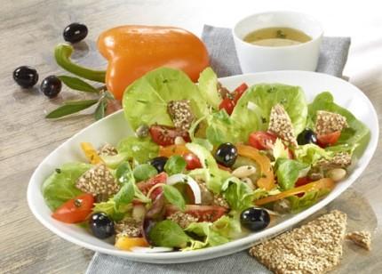 Salat-Rezept: Knäckebrotsalat - Foto: Wirths PR / Dr. Karg Genießer-Knäckebrot - Foto: Wirths PR