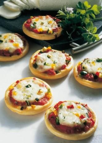Snack-Rezept: Party-Pizzen (Vegetarier geeignet) - Foto: Wirths PR