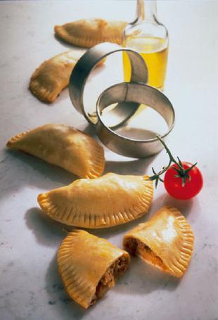 Snack-Rezept: Pizzataschen mit Mozzarella-Füllung - Foto: Wirths PR
