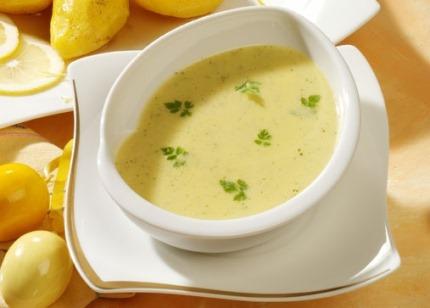 Suppen-Rezept: Gourmet-Rahmsuppe mit Kerbel - Foto: Wirths PR