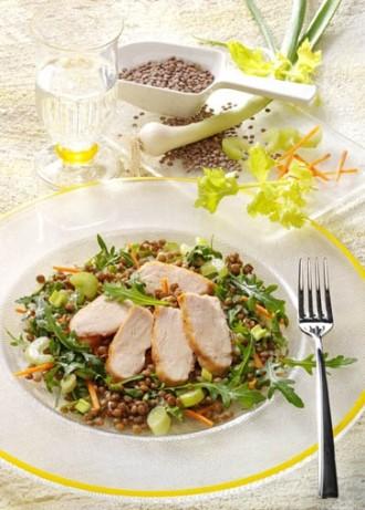 Salat-Rezept: Vitaminsalat mit Pardina Linsen und gebratener Hähnchenbrust - Foto: Wirths PR