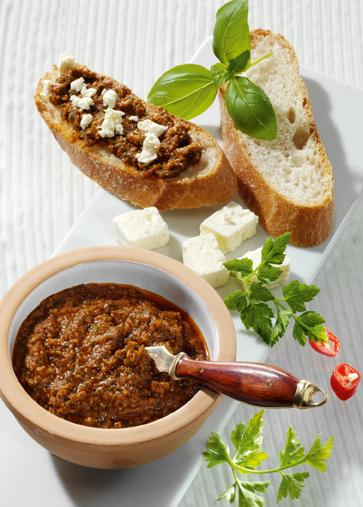 Snack-Rezept: Ciabatta mit Tomatenpesto und Feta (Vegetarier geeignet)